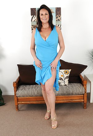 Free Mature Pics with sexy moms